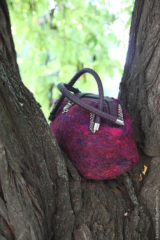 """Женские сумки ручной работы. Ярмарка Мастеров - ручная работа. Купить Саквояж """"Малинка"""". Handmade. Абстрактный, саквояж валяный, для женщины"""