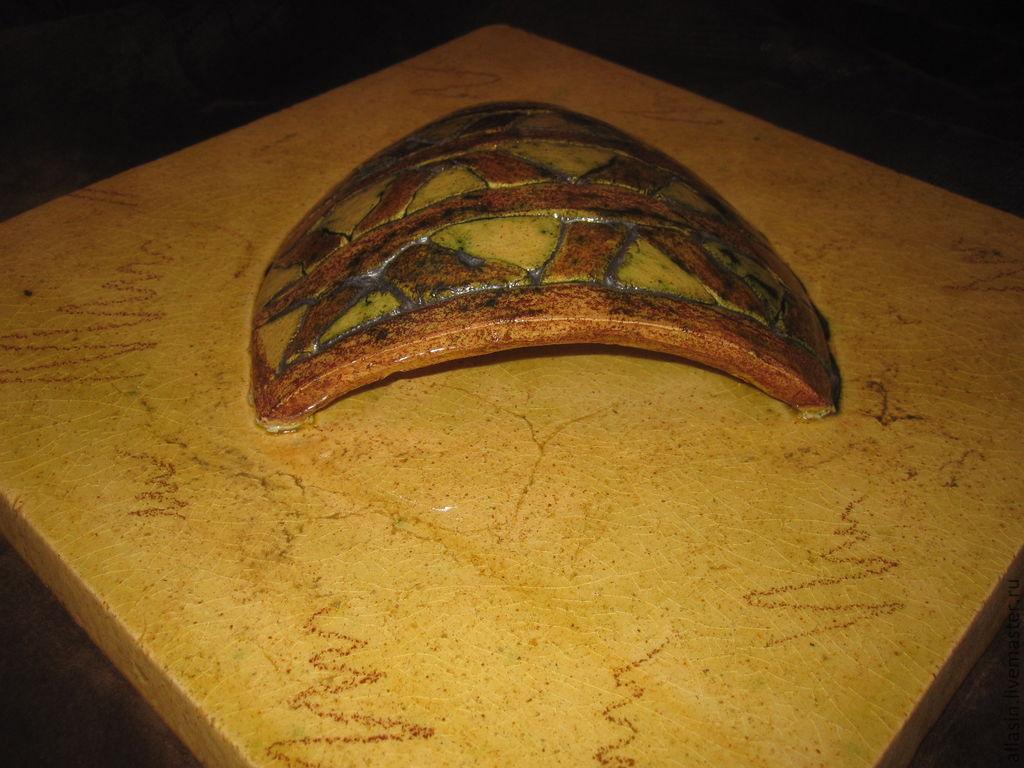 Керамическая ваза на стену