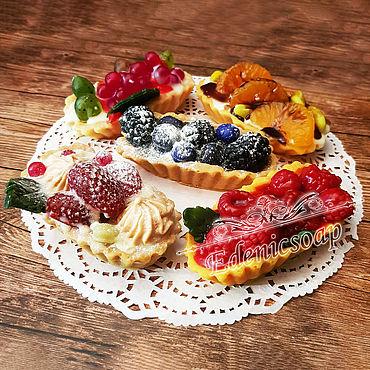 """Косметика ручной работы. Ярмарка Мастеров - ручная работа Сувенир ручная работа """"Корзиночки с ягодами"""" пирожное мыло ягоды. Handmade."""