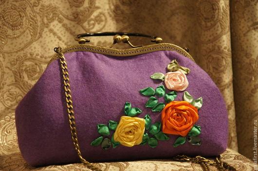 насыщенный сиреневый до фиолетового цвет очень хорош для не очень солнечного лета и улучшит Ваше настроение при даже при случайном взгляде на сумочку