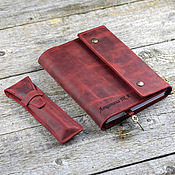Канцелярские товары handmade. Livemaster - original item Leather notebook in Chianti A5 color with magnets with pockets. Handmade.