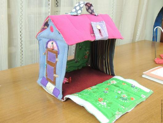 Кукольный дом ручной работы. Ярмарка Мастеров - ручная работа. Купить домик -сумка для куклы. Handmade. Домик для кукол