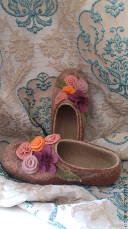 Women's felted Slippers. Slippers felted.Slippers to buy.