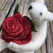 Украшения ручной работы. Ярмарка Мастеров - ручная работа Брошь  роза из шелка и шерсти, валяная брошь роза, красная роза. Handmade.