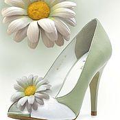 Украшения handmade. Livemaster - original item jewelry made of leather. flowers brooches shoe clips white daisies. Handmade.