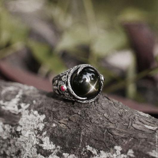 """Кольца ручной работы. Ярмарка Мастеров - ручная работа. Купить Серебряное кольцо """"Аврора"""" с звездчатым диопсидом и 2 гранатами. Handmade."""