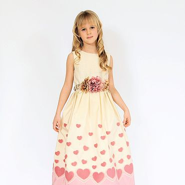 Работы для детей, ручной работы. Ярмарка Мастеров - ручная работа Бежевое нарядное платье для девочки из тафты с розовыми сердечками. Handmade.