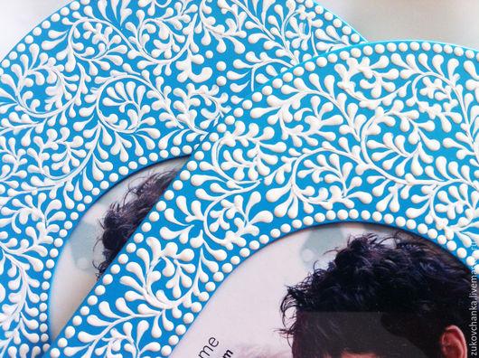 Фоторамки металлические.  Рамки для фото с росписью.  Овальные фоторамки.  Рамки для фото размером 10*15 см Узор кружевной, кружево, кружева, белый, голубой.