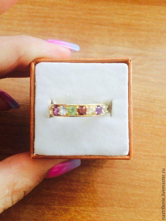 Кольца ручной работы. Ярмарка Мастеров - ручная работа. Купить Яркое серебряное кольцо-дорожка с натуральными камнями в позолоте. Handmade.