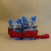 """Куклы и игрушки ручной работы. Ярмарка Мастеров - ручная работа Вязаная парочка """"Кот и Кошка"""" с шарфом. Handmade."""