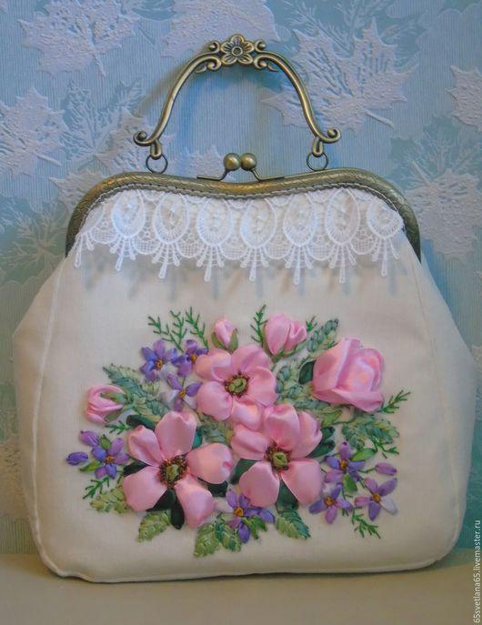 """Женские сумки ручной работы. Ярмарка Мастеров - ручная работа. Купить сумочка, вышитая лентами """"Весенний букет 2"""". Handmade."""