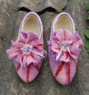 Те же тапочки в нежно-розовой расцветке.