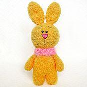 Мягкие игрушки ручной работы. Ярмарка Мастеров - ручная работа Яркий зайчик в снуде. Handmade.