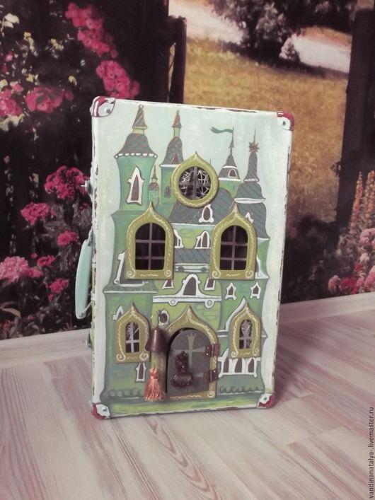 """Кукольный дом ручной работы. Ярмарка Мастеров - ручная работа. Купить Чемодан- зАмок """"Изумрудный"""". Handmade. Зеленый, чемодан"""