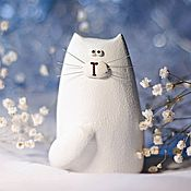 Подарки к праздникам handmade. Livemaster - original item Figurine cat / white cat - a gift on March 8. Handmade.