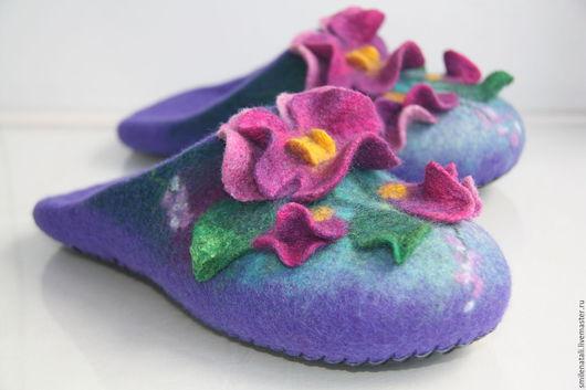 """Обувь ручной работы. Ярмарка Мастеров - ручная работа. Купить Тапочки """"Анютки 4"""".. Handmade. Фиолетовый, тапочки цветочные"""