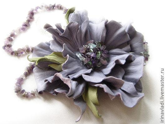 украшение из кожи брошь, цветок брошь из кожи,лавандовый цветок брошь, брошь заколка цветок. брошка цветок из кожи, заколка цветок кожаная,кожаная заколка для волос,ободок с цветами,изделия из кожи,