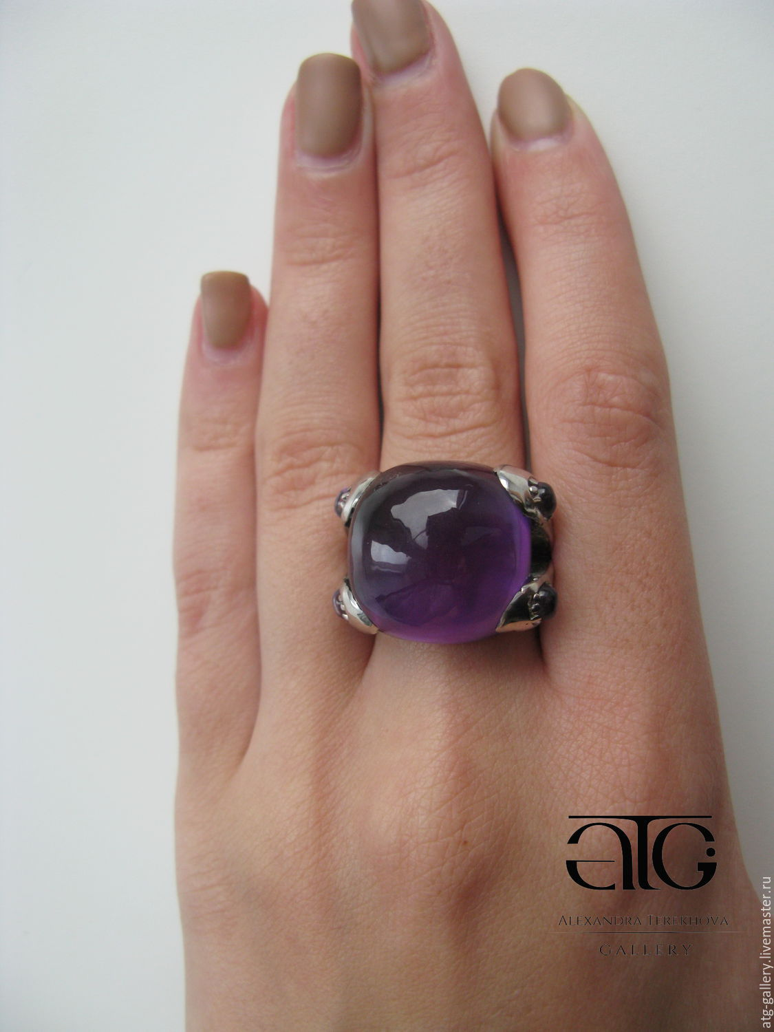 Gorgeous stylish ring with genuine amethysts cabochons!