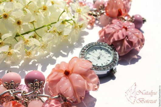 часы наручные с бежевыми розовыми персиковыми цветами лилия анютины глазки бутонами авторского стекла  lampwork весна выпускной подарок девушке женщине купить
