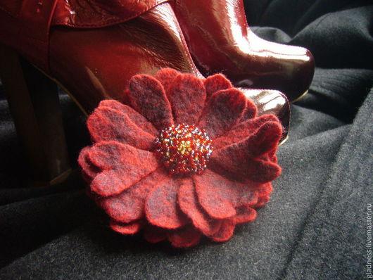 """Броши ручной работы. Ярмарка Мастеров - ручная работа. Купить Брошь-цветок """"Бордо"""". Handmade. Бордовый, серый цвет"""