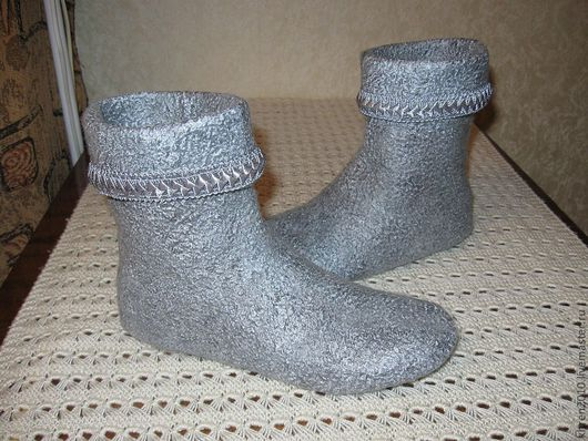 """Обувь ручной работы. Ярмарка Мастеров - ручная работа. Купить Валяные чуни """"Уютные"""". Handmade. Серебряный, женские тапочки, купить"""