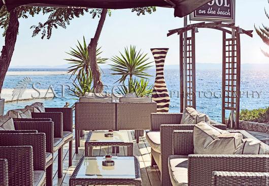 Алина Сапогова. Авторская фотокартина ` Cafe breeze `  картина в спальню, картина в гостиную, эксклюзивная художественная фотография. морской пейзаж. Фотокартина в стиле инстаграм.