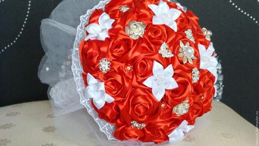 Свадебные цветы ручной работы. Ярмарка Мастеров - ручная работа. Купить брошь-букет невесты из атласных лент. Handmade.