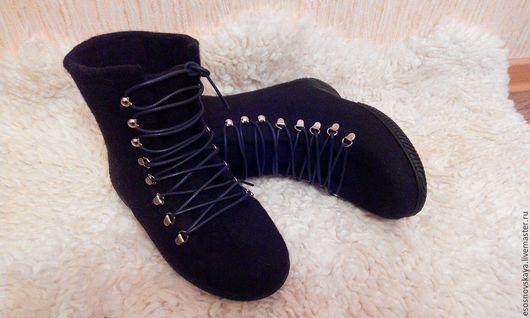 Тёплые  и очень удобные валяные зимние  ботинки, выполнены на заказ. Подошва проклеена и прошита. Сваляны вручную из натуральной шерсти