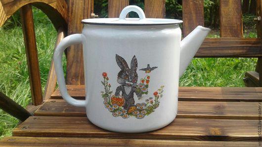 ..эмалированный чайник, с детским рисунком, практически в новом состоянии, производства далеких  Советских лет ...
