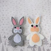Кукольный театр ручной работы. Ярмарка Мастеров - ручная работа Зайчик серый, заяц белый. Пальчиковый театр. Handmade.