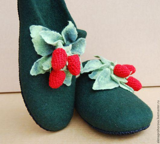 """Обувь ручной работы. Ярмарка Мастеров - ручная работа. Купить Тапочки валяные """"По ягоды"""". Handmade. Подарок, тапочки из войлока"""