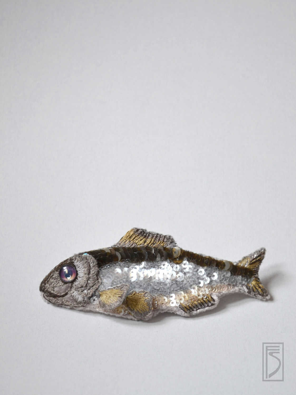 """Броши ручной работы. Ярмарка Мастеров - ручная работа. Купить брошь """"селедка без шубы"""". Handmade. Рыба, серебряный, пайетки"""