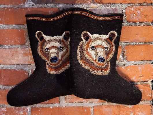 """Обувь ручной работы. Ярмарка Мастеров - ручная работа. Купить Мужские вышитые валенки """"Медведи"""". Handmade. Черный, мужской подарок"""