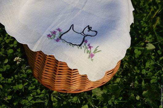 Салфетка декоративная льняная с вышивкой скотч-терьер `Flowers` (`Цветы`), ручная работа, авторский дизайн. Возможно изготовление скатерти.