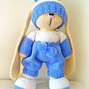 Куклы и игрушки ручной работы. Ярмарка Мастеров - ручная работа Зайчик мальчик в комбинезоне. Вязаная игрушка. зайка. Handmade.
