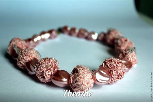 Кружевное колье нежно-розового оттенка, подчеркнет вашу красоту и придаст очарование!