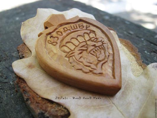 Медальон 83 Отдельной Десантно Штурмовой Бригады. Дерево - груша без тонировки.  Размер 5 х 0,7 см
