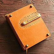 Канцелярские товары ручной работы. Ярмарка Мастеров - ручная работа Кулинарная книга с кожаной ложкой. Handmade.