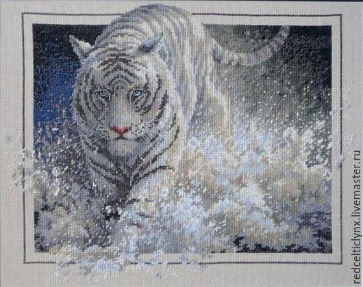 """Животные ручной работы. Ярмарка Мастеров - ручная работа. Купить """"Белая молния"""". Handmade. Вышивка крестом, тигр, Снег, канва"""