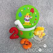"""Куклы и игрушки ручной работы. Ярмарка Мастеров - ручная работа Цифры из фетра в зелёной шкатулке """" Клоун """". Handmade."""