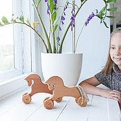 Мягкие игрушки ручной работы. Ярмарка Мастеров - ручная работа Лошадка на колесиках. Handmade.