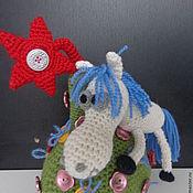 Куклы и игрушки ручной работы. Ярмарка Мастеров - ручная работа Вязаная лошадка на вязаной елке. Handmade.