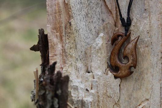 Украшения для мужчин, ручной работы. Ярмарка Мастеров - ручная работа. Купить Подвеска из кости Рыболовный крюк маори. Handmade. Бежевый