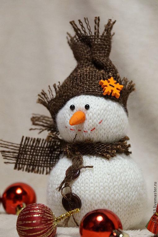 Новый год 2017 ручной работы. Ярмарка Мастеров - ручная работа. Купить Снеговичок.. Handmade. Белый, вязаная игрушка, новогодние подарки