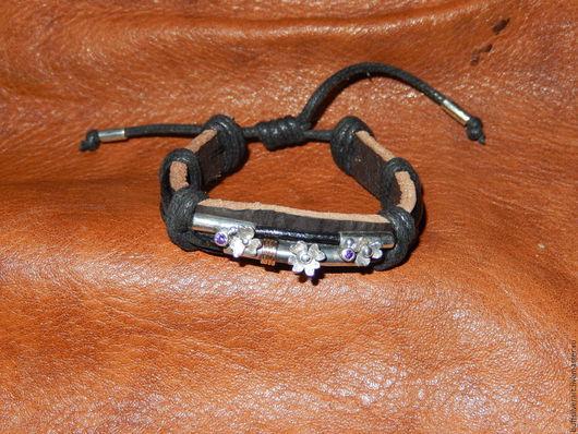 Браслеты ручной работы. Ярмарка Мастеров - ручная работа. Купить Оригинальный кожаный браслет с серебряной вставкой и золотым декором. Handmade.