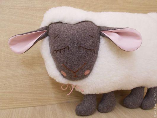 """Текстиль, ковры ручной работы. Ярмарка Мастеров - ручная работа. Купить Подушка -игрушка """"Спящая овечка"""".Подарок на 8 марта.. Handmade."""
