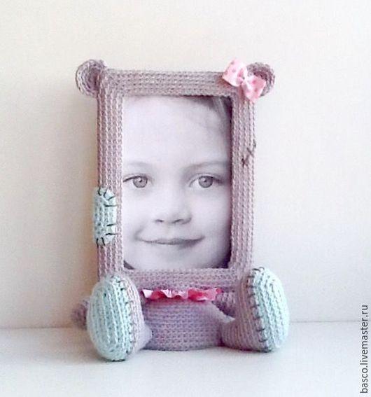 """Детская ручной работы. Ярмарка Мастеров - ручная работа. Купить Фоторамка """"Мишка Тедди"""" для девочки. Handmade. Серый, вязаная, рамочка"""