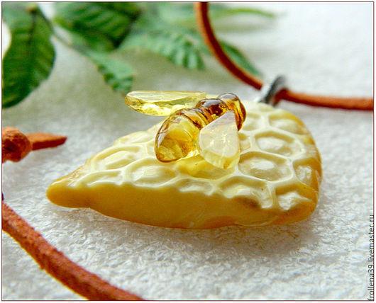 """Кулоны, подвески ручной работы. Ярмарка Мастеров - ручная работа. Купить Янтарь. Кулон """"Соты с медом""""  янтарь серебро. Handmade."""
