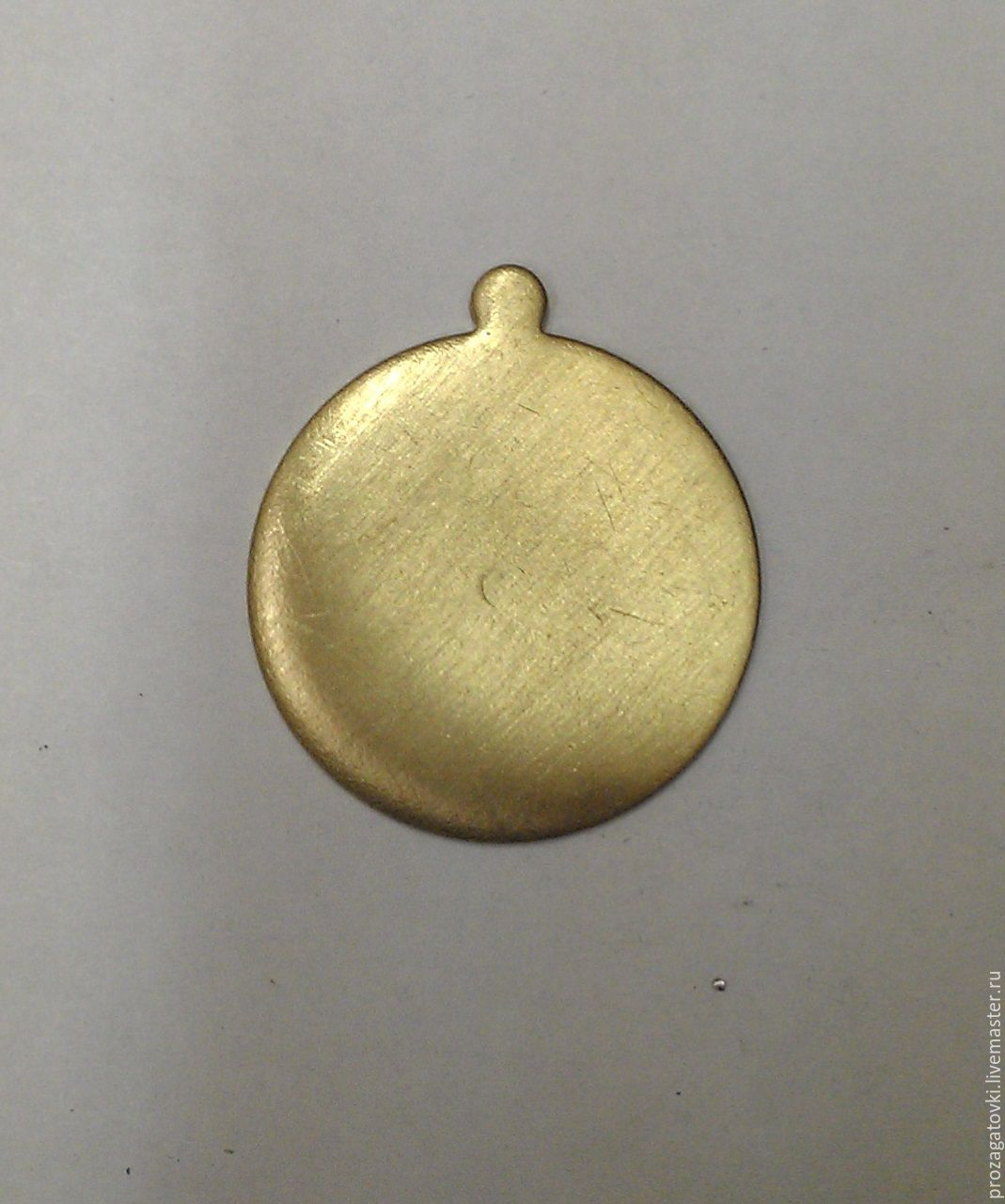Латунь 30х1 мм, заготовка кулон жетон, золотистый, для творчества. Для украшений ручной работы.