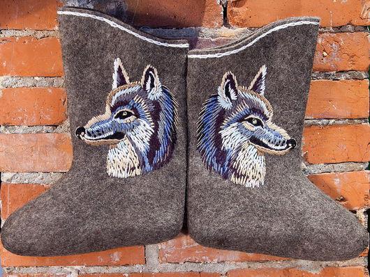 """Обувь ручной работы. Ярмарка Мастеров - ручная работа. Купить Мужские вышитые валенки """"Волк"""". Handmade. Волки, подарок на новый год"""